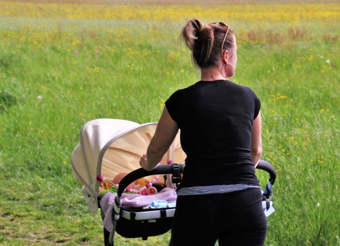 Czym powinien się charakteryzować wózek spacerowy?